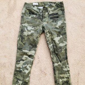 GAP Always Skinny Camo Pants 24x27 Raw Hem